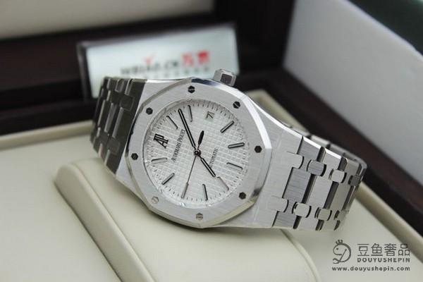 影响爱彼皇家橡树离岸型系列15710ST手表回收价格的因素?